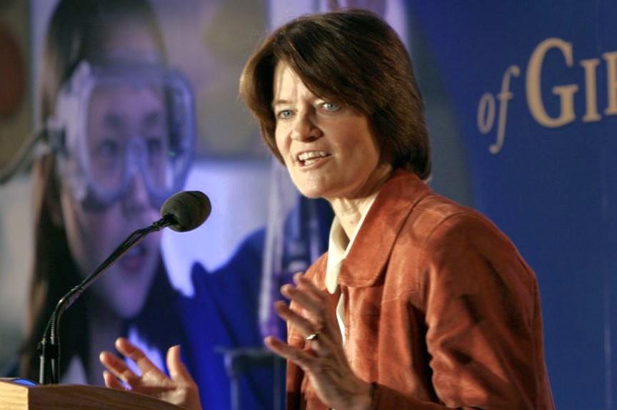 Sally Ride en una conferencia promoviendo la ciencia para las niñas.