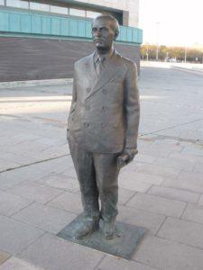 Estatua de Río Hortega en el Museo de la Ciencia de Valladolid, por Luis Santiago Prado
